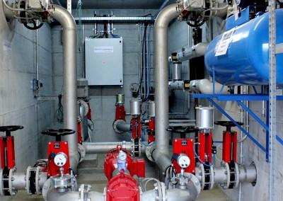 Le biogaz est transformé en électricité et en chaleur dans une centrale de cogénération. L'électricité ainsi produite alimente le réseau électrique et la chaleur sert au chauffage des bâtiments.